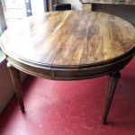 Table ronde rustique vintage avant relooking par customdeco