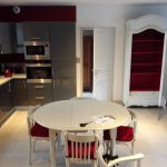 Armoire normande relookée pour intérieur contemporain par customdeco