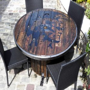 Touret relooké table jardin par custom deco