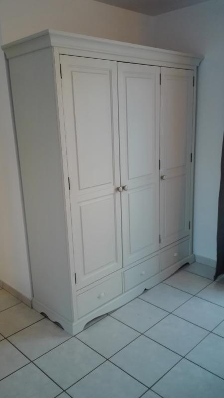 Customdeco armoire en pin relookée style moderne